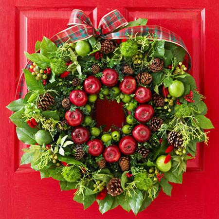تاج گلی بسیار زیبا با تزئین میوه و شاخ و برگ